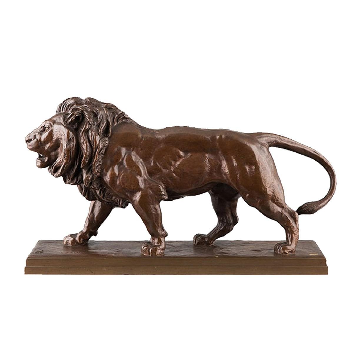 Bronze lion Barye