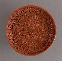 Objet en laque sculpté, de la période Ming