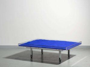 Table Yves Klein