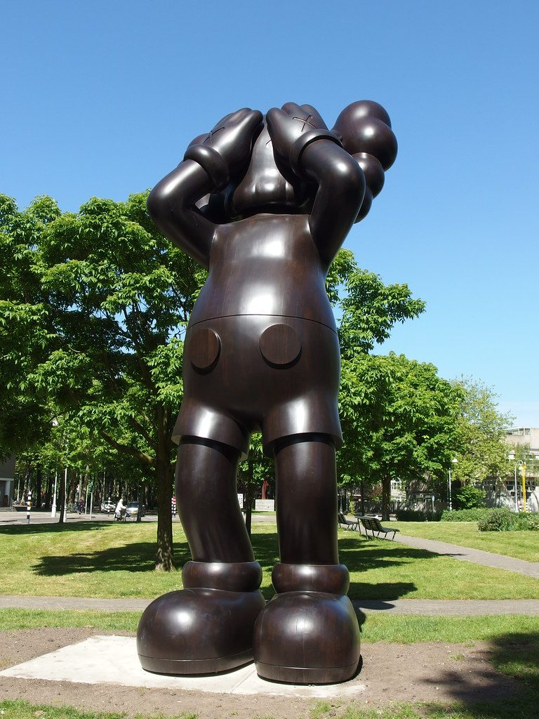 Sculpture Kaws