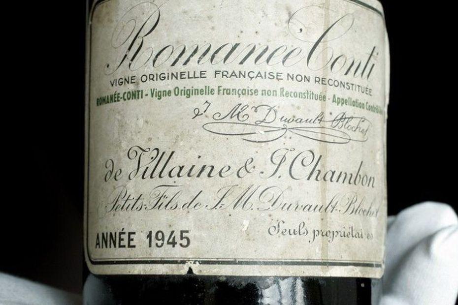Une bouteille de romanée-conti datant de 1945,  vendue 35 000 euros chez Chritie's
