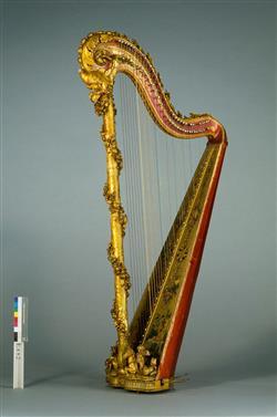 harpe décorée dorée