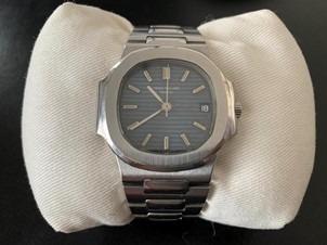 """Oeuvre """"Montre-bracelet Nautilus"""" de la marque Patek Philippe"""