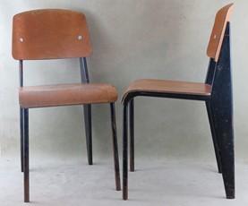 """Oeuvre """"Paire de chaises Métropole 305"""" de Jean Prouvé"""