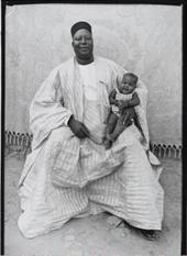 """Oeuvre """"Un Juge et son petit-fils"""" de Seydou Keita, 1949-1951"""