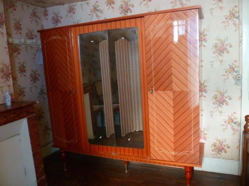 Armoire de chambre et sa table de chevet en bois de rose ...